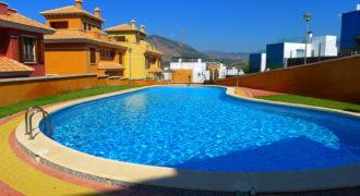 Bungalow adosado con vistas, piscina, parking, 2 cocinas, barbacoa, todo mejorado